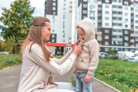 Ser niño en un mundo de prisas: por qué los adultos deberíamos bajar nuestro ritmo y respetar el de nuestros hijos