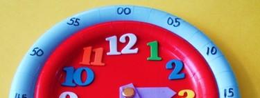 Con esta preciosa manualidad los niños aprenderán cómo funciona un reloj y a diferenciar las horas