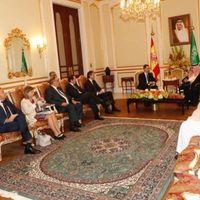 La Secretaria de Comercio española se convierte en noticia al acudir a Arabia Saudí con una falda corta y sin cubrirse con el velo