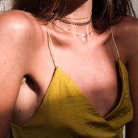 Marlow lanza su primera colección de chokers reinventando joyas clásicas, pequeñas gotas de oro sobre la piel