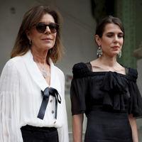 Carolina de Mónaco y Carlota Casiraghi rinden homenaje a Karl Lagerfeld  en París