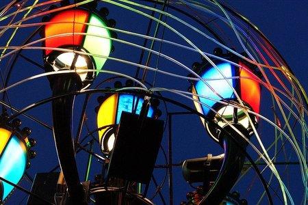 Luces de artistas iluminan la navidad en Turín