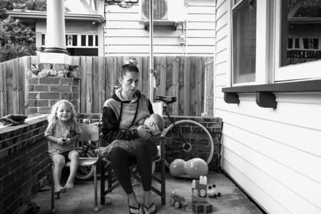La lactancia real: cansada de las fotos artísticas de lactancia buscó madres amamantando en su día a día