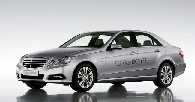 Mercedes-E300-Bluetec-Hybrid-1
