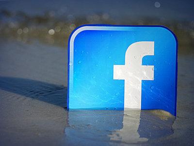 Separar lo personal de lo profesional en una red social