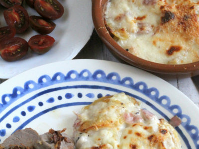 Patatas asadas con bechamel al horno. Receta clásica renovada
