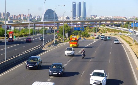 Las concesionarias de autopistas proponen introducir peajes inteligentes para entrar a Madrid y Barcelona