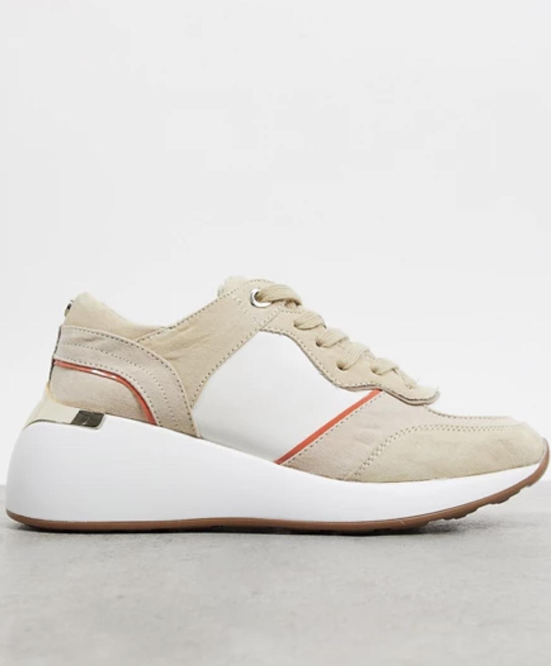 Zapatillas de deporte blancas y beis de diseño retro de London Rebel