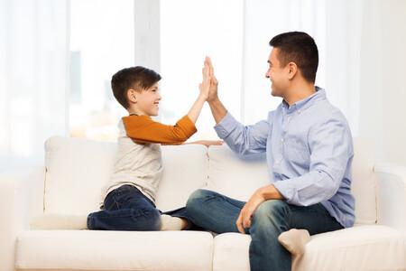 """Cinco frases alternativas al """"muy bien"""" para decir a nuestros hijos y fomentar su esfuerzo, autonomía y espíritu crítico"""
