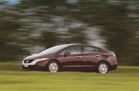 Honda FCX Clarity laterla dinámica