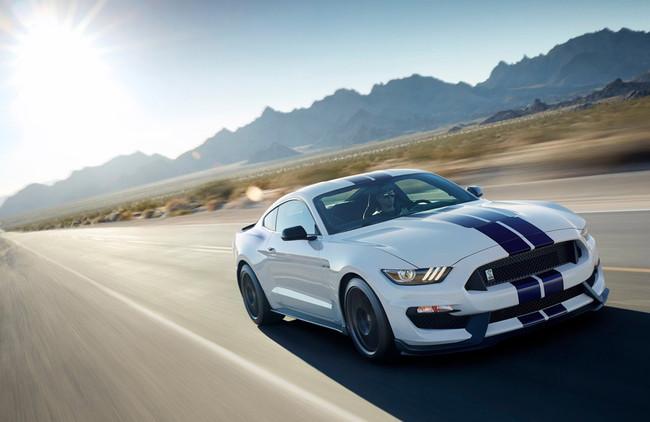 El Ford Mustang Shelby GT350 seguirá vivo, al menos otro año