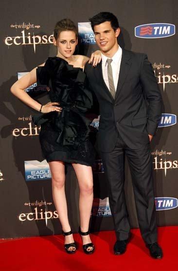 Los looks de Kristen Stewart en la gira de la última película de Crepúsculo: Eclipse VIII