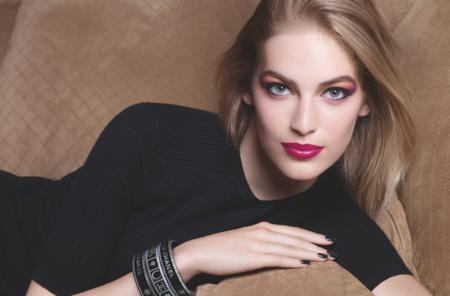 Vanessa Axente presta su rostro para la nueva colección de maquillaje de Chanel fotografiada por Sølve Sundsbø