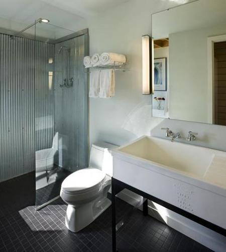 Un baño de metal mejor decorado.