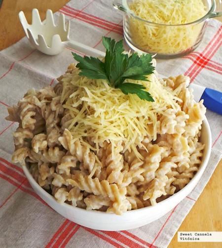 "Pasta integral con salsa ""Alfredo"". Receta saludable"