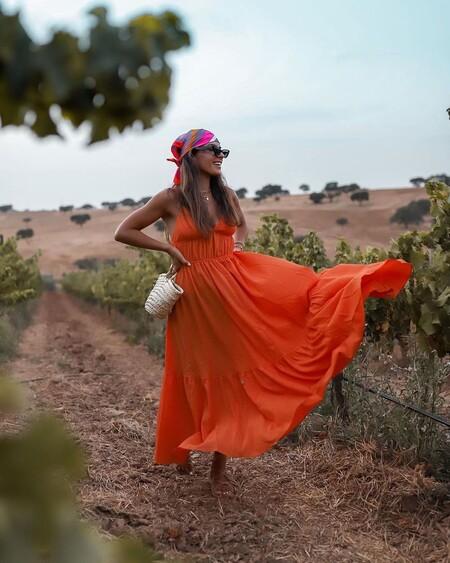 Cinco vestidos naranjas de las rebajas de H&M que defienden uno de los colores tendencia de este verano