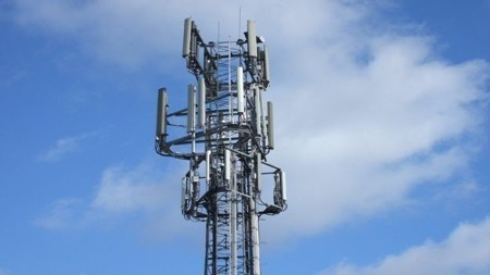 Una antena móvil emite tanta radiación como una bombilla de 100 watios a un kilometro