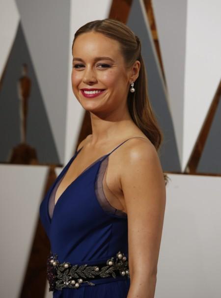 El medio recogido está de moda: Brie Larson también apuesta por él en los Oscars 2016