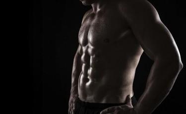 Trabaja tu abdomen en casa: ejercicios con toallas que puedes poner en práctica