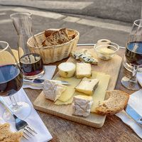 Los viajeros más foodies: estas son las nacionalidades que más aman una buena comida