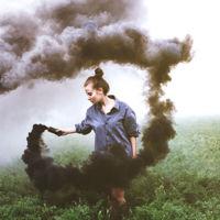 19 maravillosas ideas de cómo usar bombas de humo en tus fotografías
