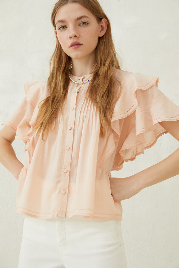 Blusa con volumen en tono rosa pastel