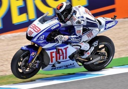 MotoGP España 2010: Jorge Lorenzo corona el triplete español dándose un baño de multitudes