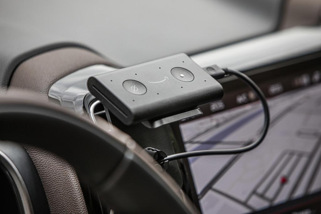 Amazon Echo Auto, el dispositivo para llevar Alexa en el coche, llega a España: precio y disponibilidad oficiales
