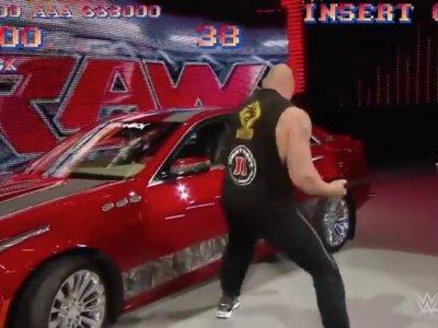 Brock Lesnar destruye Cadillac CTS nuevo al estilo de Street Fighter II