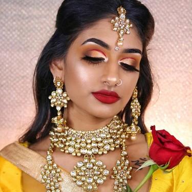 Esta modelo recrea los looks de todas las princesas Disney a partir de prendas indias tradicionales
