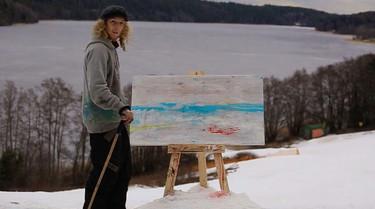 Si no se te ocurre como innovar en una escapada a la nieve, la pintura con esquís puede ser la solución
