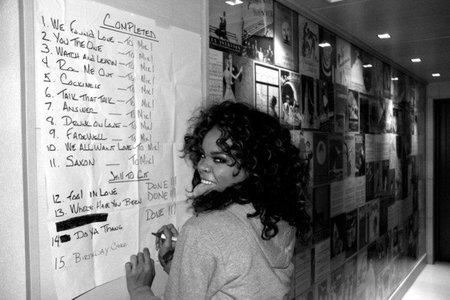 Y la colaboración de Rihanna para su nuevo álbum sera con... ¡Jay-Z!
