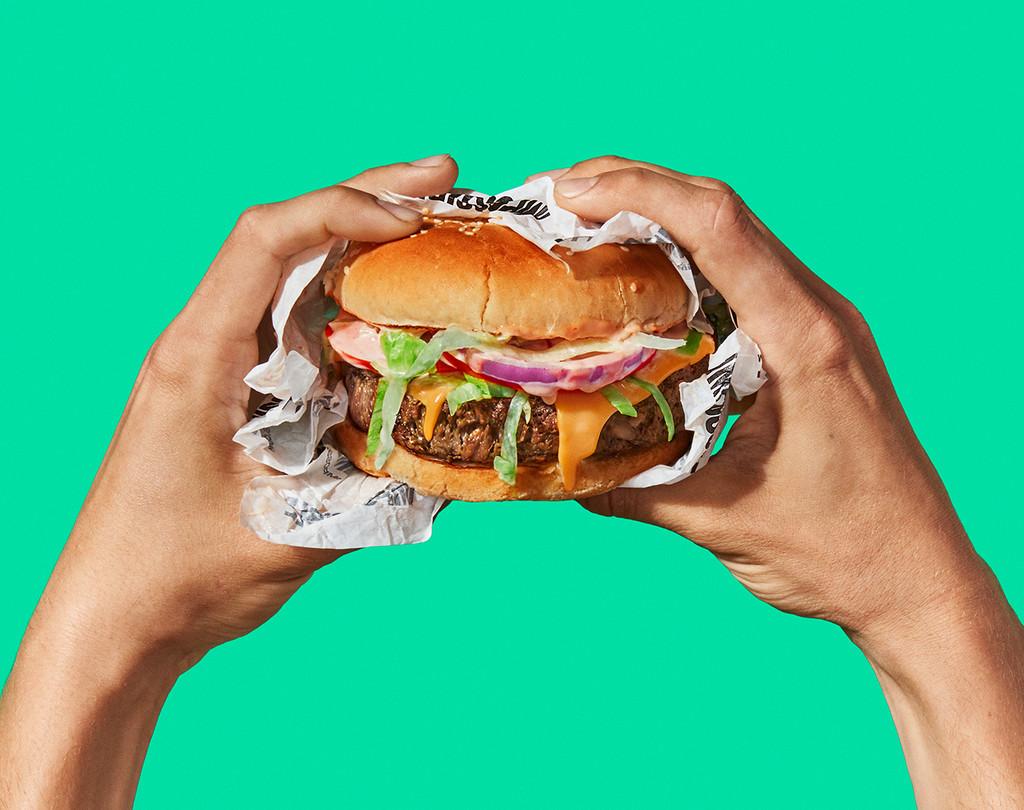 Las nuevas hamburguesas veganas que sangran: nutricionistas y tecnólogos de la alimentacion opinan sobre su calidad y futuro