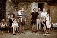 Preview de la campaña de Dolce & Gabbana Primavera 2012: vuelve la familia tradicional italiana