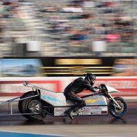Esta moto eléctrica tiene 1.200 CV y es la más rápida del mundo completando el cuarto de milla en ¡6,74 segundos!