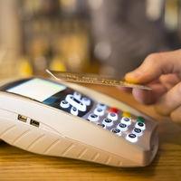 Contra el mito de que te pueden robar dinero de tarjetas contactless sólo acercándose a ti