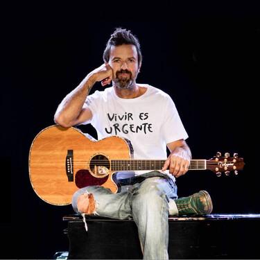 """""""Vivir es urgente"""": el lema que protagoniza las camisetas contra el cáncer de Pau Donés (y que apoyan rostros como Dani Rovira, Dani Martín o Luz Casal)"""