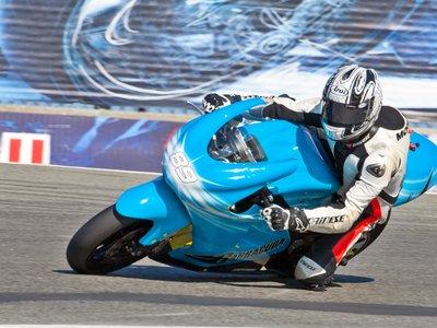 Las MotoGP eléctricas están más cerca, Capirossi y Ezpeleta probaron en COTA las Lightning LS-218