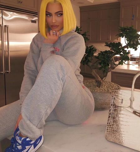 Si eres indecisa como Kylie Jenner haz como ella y luce una manicura distinta en cada mano
