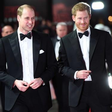 Los príncipes Harry y William se presentan con la fuerza de la elegancia en la premiere de 'Star Wars: The Last Jedi'