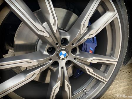 BMW X5 M50d llanta y frenos