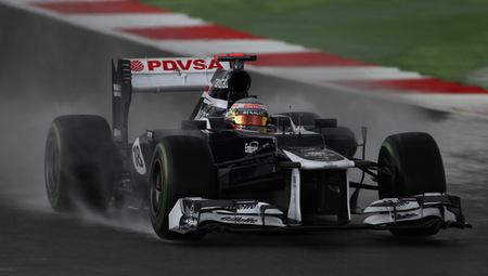 Pastor Maldonado consigue el mejor tiempo en una sesión pasada por agua
