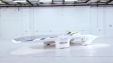 Este coche se mueve con energía solar, no necesita batería y dicen que es capaz de superar los 100 km/h