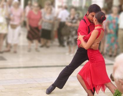 La vuelta al mundo bailando tango