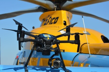 Los drones de la DGT: cómo los usan para multar, cuántos hay, quién los controla y qué infracciones 'cazan' más