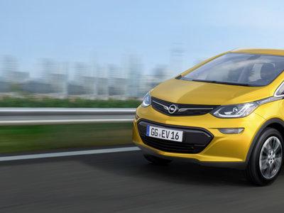 La promesa del coche eléctrico para todos está más cerca con el compacto Opel Ampera-e: 380km de autonomía