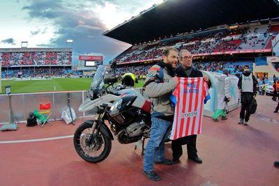 Embajada a Samarcanda. Una moto dentro del Calderón.