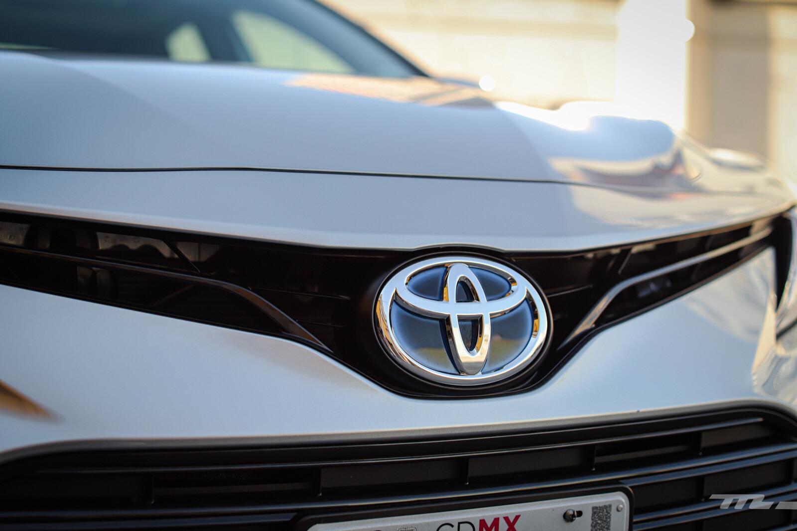 Foto de Toyota Camry Hybrid 2021 (21/38)