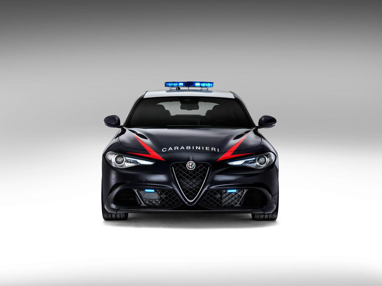 Foto de Alfa Romeo Giulia QV Carabinieri (7/32)