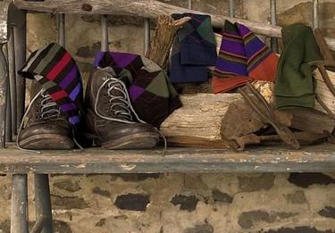 Viste tus pies con rayas y rombos de colores